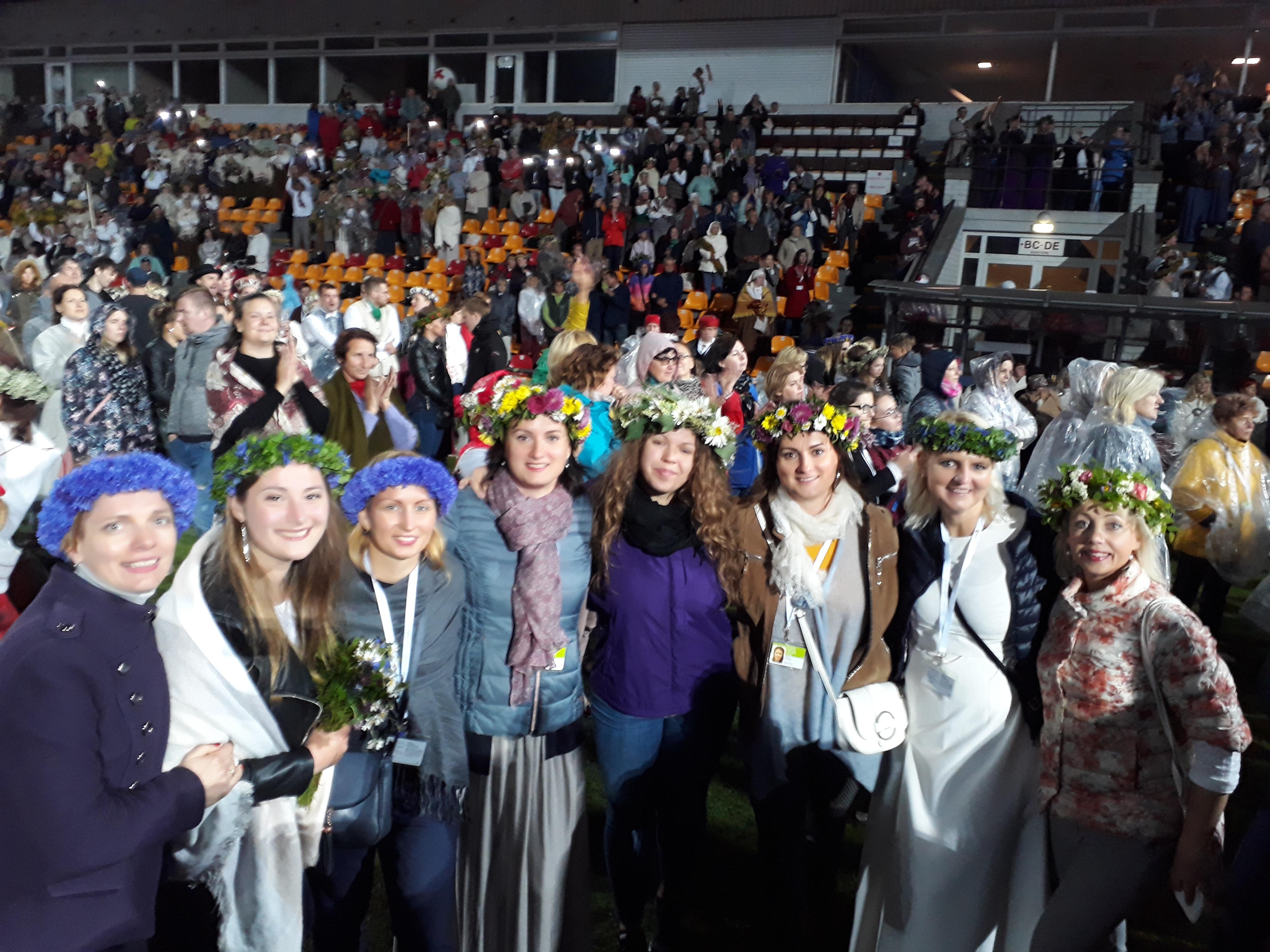 XXVI Vispārējos latviešu Dziesmu un  XVI Deju svētku Atklāšanas koncerta vadmotīvs bija Latvijas 100. dzimšanas dienas svinēšana. Krāšņs, interesants, daudzveidīgs, sirsnīgs  koncerts - S!P!K! koristes to izbaudīja un priecājās kopā ar dejotājiem, pūtējiem, folkloristiem un pārējiem svētku dalībniekiem;