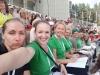 S!P!K! kora 2. alta balss grupas dziedātājas saules piekarsētajā Mežaparka estrādē mēģinājumu dienā;